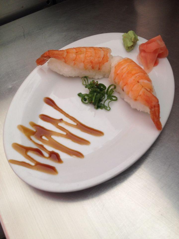 Exquisitos niguiri de camarón #mizu #ñuñoa