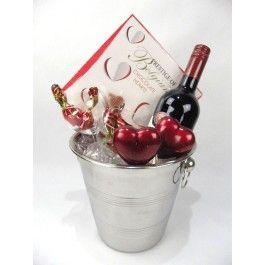 Valentijncadeau rode wijn, metalen wijnkoeler, Belgische chocolade hartjes