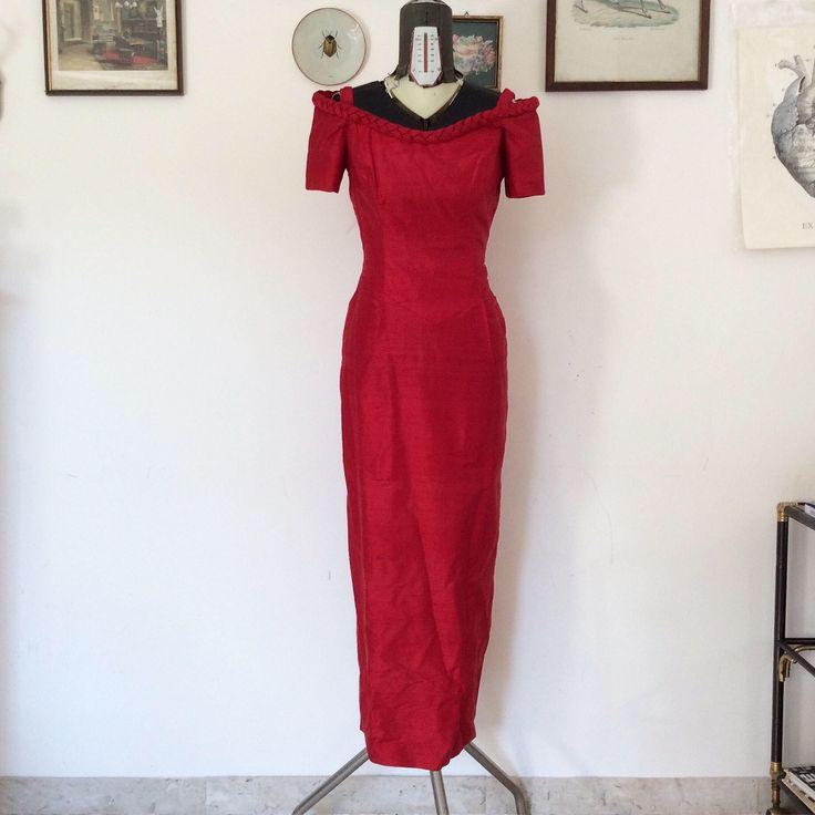 Un preferito personale dal mio negozio Etsy https://www.etsy.com/it/listing/525536975/vestito-da-sera-in-seta-rossa-romantico