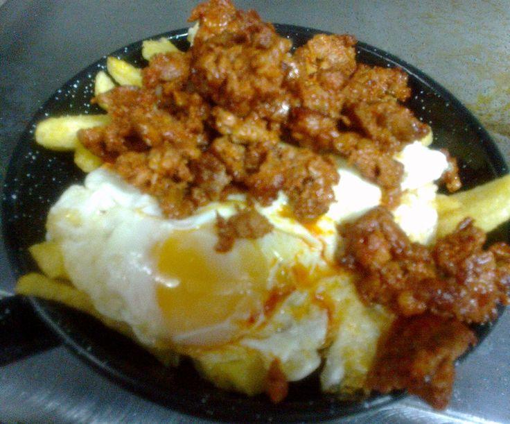 Sarten de huevos, picadillo y patatas