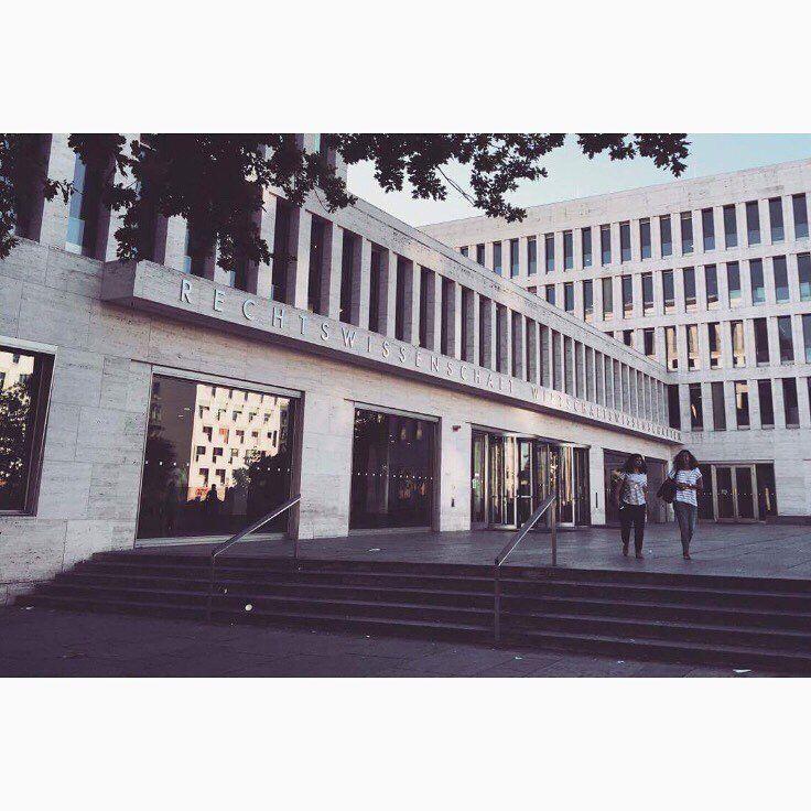 ⚖️ • I U S T I T I A • ⚖️ #jura#law#iura#iustitia#recht#rechtswissenschaften#uni#universität#university#frankfurt#student#lawstudent#jurastudentin#architecture#architektur#westend#campus#live#love#laugh#life#happy#study#instastudy#ffm#view http://butimag.com/ipost/1561677665052060913/?code=BWsMY_vFuzx