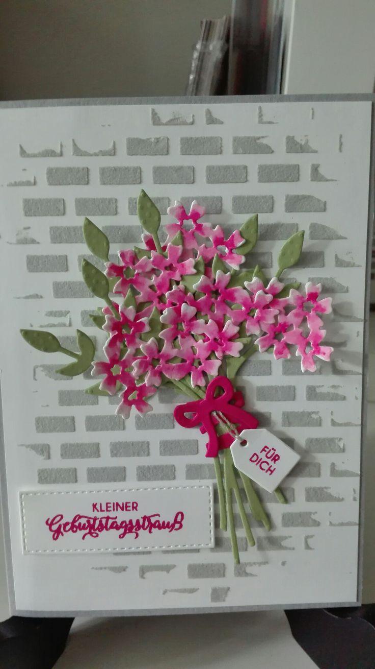 Stampin' Up! Karte mit Blüten des Augenblicks und der Strukturpaste, eingefärbt mit Schiefergrau. Die Blüten sind mit Seidenglanzpapier ausgestanzt und mit Wassermelone und einen Wassertankpinsel eingefärbt.