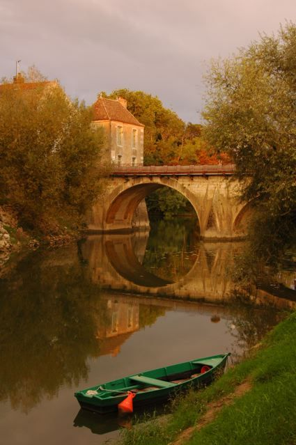 (via Verdun Le Doubs, a photo from Bourgogne, Central | TrekEarth)  Verdun-sur-le-Doubs, Burgundy, France