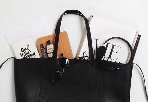bag and its interiors. hey! I have those sunglasses from & other stories!