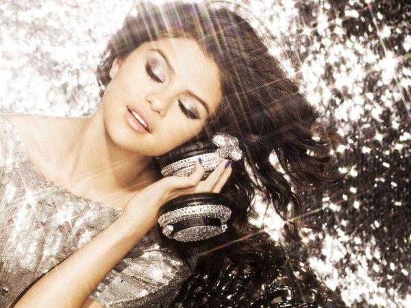 Selena Gomez (1600x1200) Wallpaper