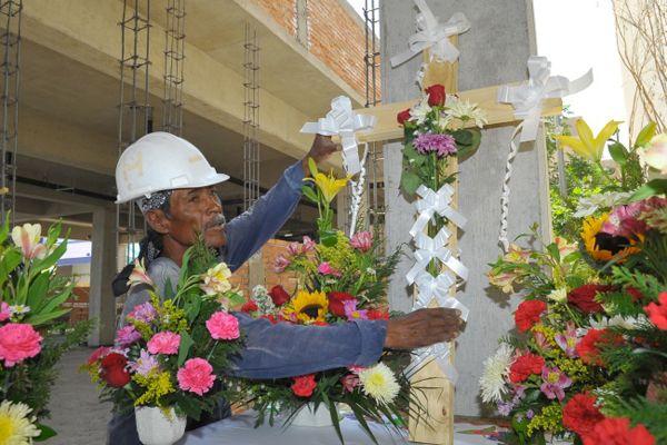 3 DE MAYO DÍA DE LA SANTA CRUZ Y DÍA DE LOS ALBAÑILES--MÉXICO.
