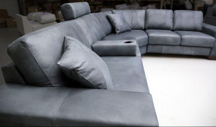 💙 Sofa of the Day 💙 Malli / Model: Tokyo Nahka / Leather: Nature 05 Dark Grey  #pohjanmaan #pohjanmaankaluste  #picoftheday #instapic #furnituremaker #furnituredecor