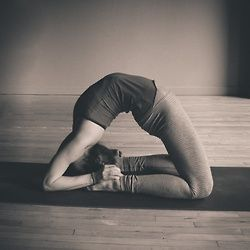 kapotasana \ yoga backbend