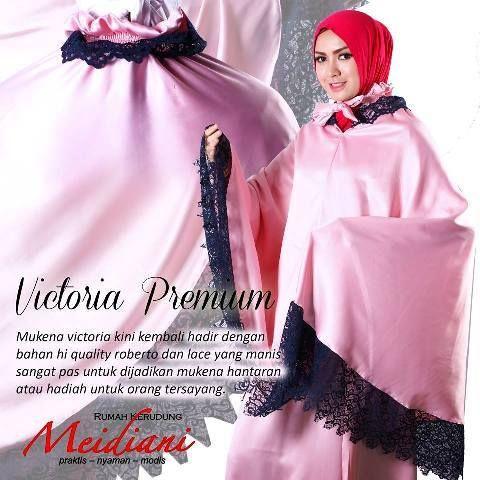 Victoria Premium berbahan satin roberto. Bahannya yang halus dan glossy membuat tampilan mukena yang elegan. Dengan kombinasi lace membuat mukena ini semakin cantik.  Victoria Available Color : Beige, Tosca, Pink, Putih  Harga: 350.000