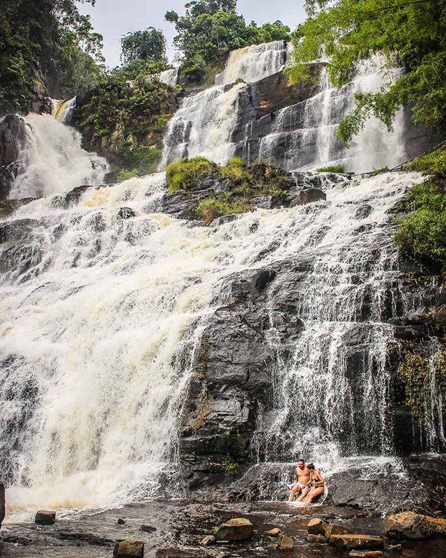 Sabe a cachoeira que aparece no clipe Paraíso de Pabllo Vittar e Lucas Lucco? É a Cachoeira Pancada Grande que fica em Ituberá. Sim ela é um paraíso mesmo mas nem pense em ir nos fins de semana e feriados (fica lotado). . Já tomou seu primeiro banho de cachoeira de 2018? Onde foi? . . #cachoeira #cachoeiras #waterfalls #waterfall #itubera #pancadagrande #universoparalello #cachoeirapancadagrande #mtur #Bahia #Brasil #W_A_S #shotoniphone