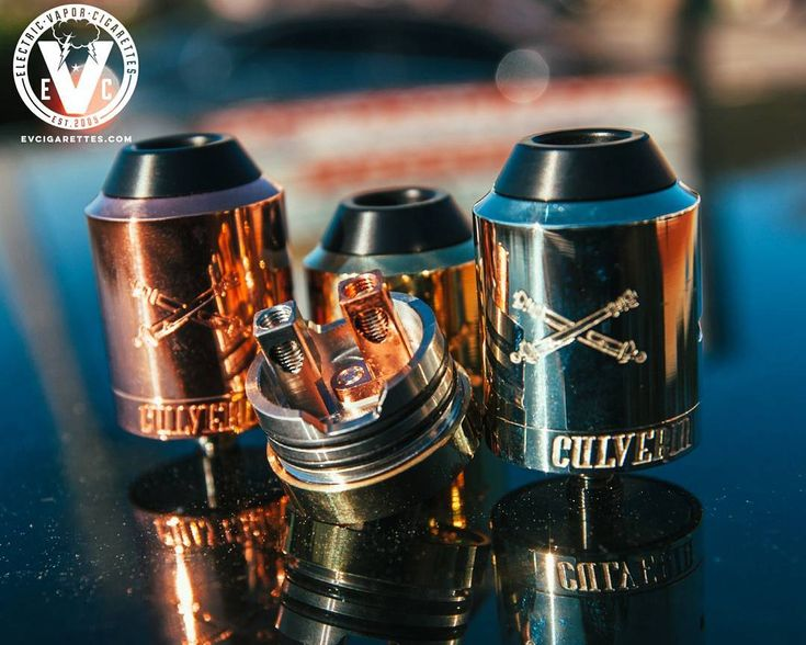 Let's take a look at the inner workings of the Culverin RDA by Broadside. Its build deck has 2 large posts with huge terminals to make rebuilding easy, while the airflow design is nice and high to help avoid those pesky leaks.  The Culverin RDA Features: ️Two Post Build ️Large 3.5mm Inverted Teardrop Terminals ️Copper Positive Post | Stainless Steel Negative Post ️Large Allen Grub Screws ️Deep Juice Well ️Fully Adjustable AFC ️Wide Bore Delrin 810 Drip Tip ️.997 Solid Silver Positive Pin