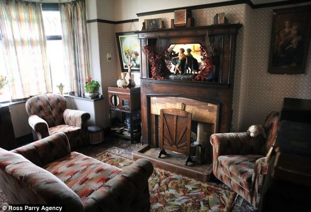 Inside the 1930s house of Blackpool's Aaron Whiteside | Inside the 1930s house: Nostalgic 31-year-old spends £10,000 decorating his home with rare German wallpaper, art deco fireplaces and even one of the first ever electric cookers