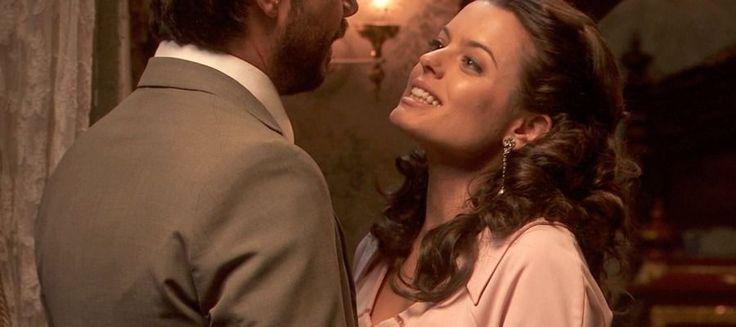 IL SEGRETO, PUNTATA DI VENERDI 28 OTTOBRE 2016: LUCAS E SOL FANNO L'AMORE, HORTENSIA E' ATTRATTA DA ALFONSO - VIDEO Dopo aver trascorso una bella serata, Sol (Adriana Torrebejano) e Lucas (Alvaro Morte) si ritrovano nella stanza di lei. Lucas nota su un mobile il regalo che le aveva fatto un pò di tempo prima: un  #ilsegreto #sol #lucas #video