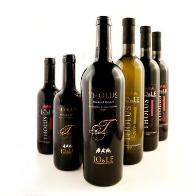 Il vino è poesia imbottigliata.