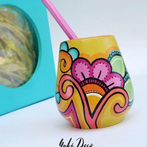 Hoy es un hermoso dia para disfrutar con la compañia de un  matesito Yuki!!!!   MATES DE MADERA PINTADOS A MANO  Nuevos colores..nuevos diseños!!!☝ Empiezan a estar listos!!! BUEN MARTES!!!!!!. #holamartes #hermosodia #objetosdediseño #mates #pintadoamano  #diseño #deco #love #matesdemadera #decoracion #color #hadmade  #hechoconamor #yukideco