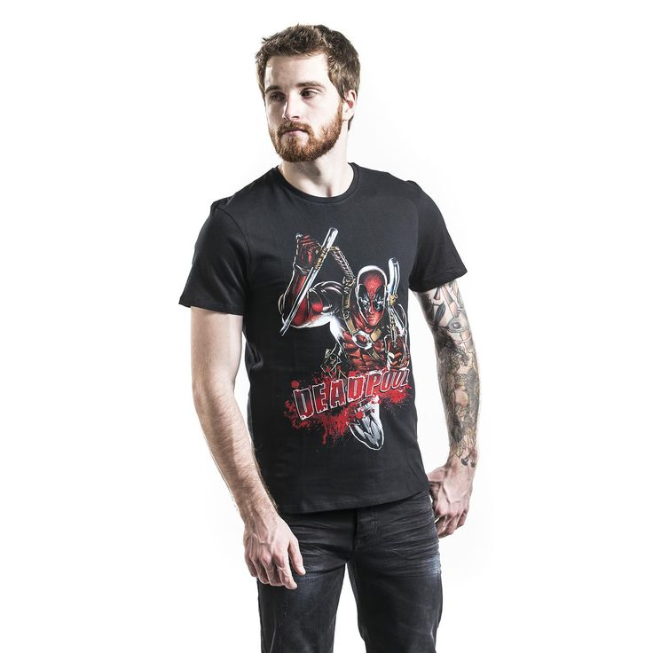 """Classica T-Shirt uomo nera """"Attack"""" di #Deadpool con scollo tondo e ampia stampa frontale."""