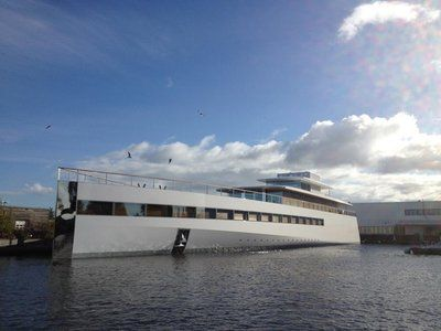 Le yacht griffé Starck de la famille Jobs est à l'eau !