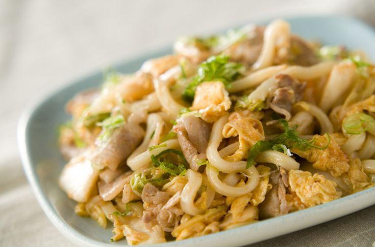 人気の豚キムチと焼きうどんのコラボレーション豚キムチ焼うどん[和食/麺料理(そば、うどん等)]2004.03.10公開のレシピです。