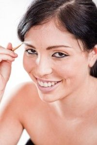 Pure Castor Oil For Eyebrow Growth guide at http://www.essentialoilsacademia.com/castor-oil/castor-oil-for-eyebrows/castor-oil-for-eyebrow-growth/