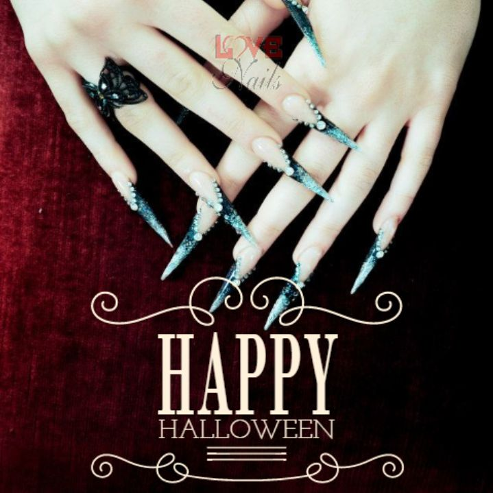 #Streghe per una #notte?! Happy #Halloween to all of you!!!  www.rdcosmetic.com #nails #unghie #lovenails #nailart #festa
