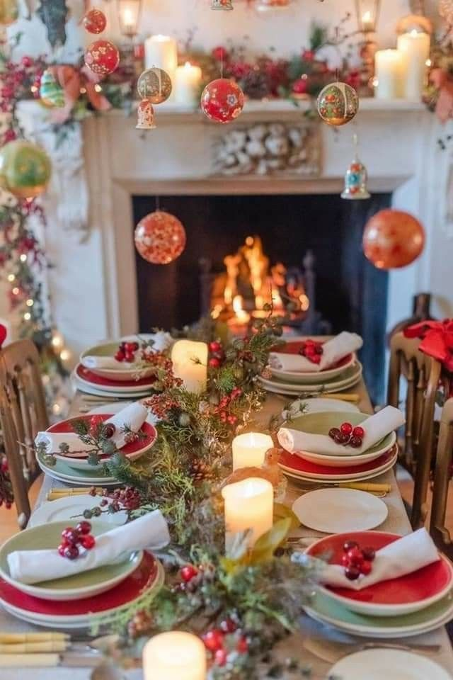 Christmas Table In 2020 Christmas Table Decorations Christmas Dinner Table Christmas Table Settings