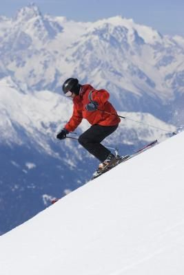 How to Gain More Control in Downhill Skiing