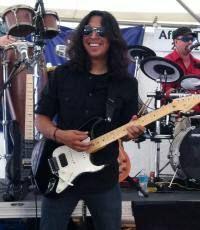 Joe Fernandez teaches guitar and banjo.