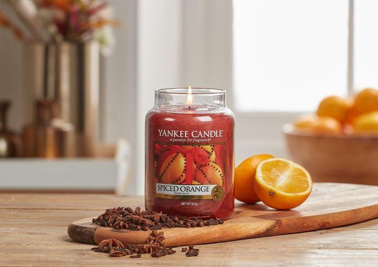 Månadens doft för november 2017 är Spiced Orange. Soliga citrus frukter med uppfriskande ingefära.Doften finns i Classic och Decor utbudet med ljus i flera storlekaroch design. Tänd ljus, skapa stämning, kryp in under en filt och njut av hösten.   #YankeeCandle #SpicedOrange #Apelsin #Frisk #Ingefära #Stämning #Kryddor #Juldoft #Stämning