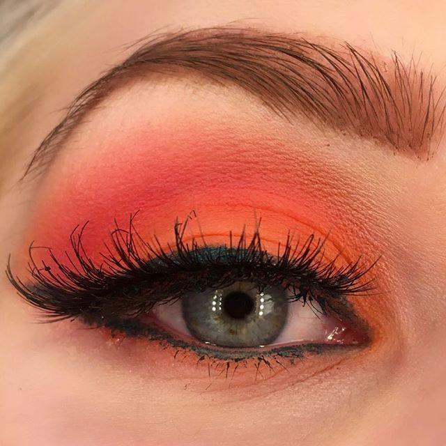 And #neon Orange 🍊 #lotd #look #orangemakeup #orangeisthenewblack #beauty #mua #motd #makeup #makeuplook #eyemakeup #blueeyes #summer