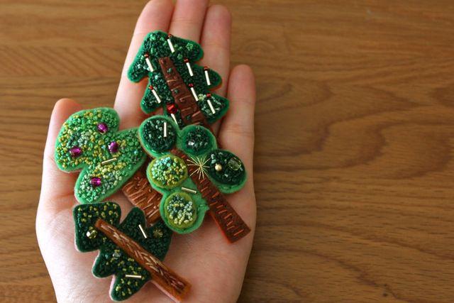 フレンチノット刺繍フェルトのブローチ クリスマスツリー                                                                                                                                                                                 もっと見る
