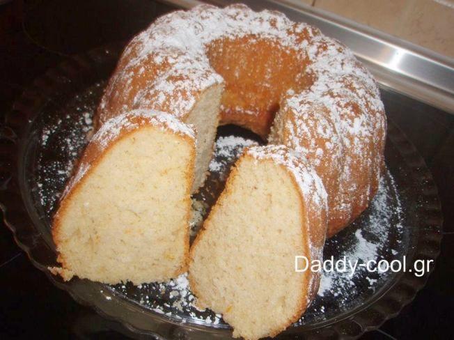 Συνταγή για λαχταριστό νηστίσιμο κέικ από πορτοκάλι  ΥΛΙΚΑ:  • 1 1/2 φλ. αλεύρι που φουσκώνει μόνο του  • 3/4 φλ. ζάχαρη  • 1 κ.γ. σόδα  • 1 πρέζα αλάτι  • 1 φλ. χυμό πορτοκαλιού (φρεσκοστυμμένο)  • 1/3 φλ. σπορέλαιο  • ξύσμα απο 1