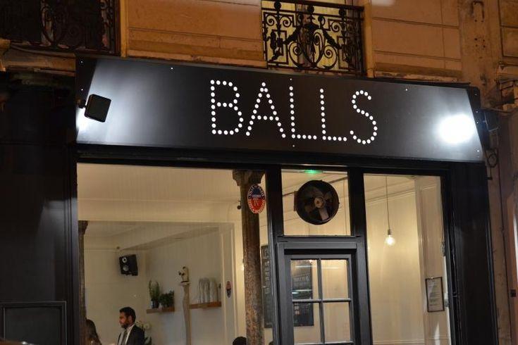 Balls, un resto qui a la boulette! Dans le menu de  Balls on trouve 5 boulettes différentes : bœuf (les plus demandées), agneau, poulet, porc et même une  boulette végétarienne. Voir d'autres bonnes adresses dans le 11e sur le blog du Grand Hôtel Français #hotel75011 #75011
