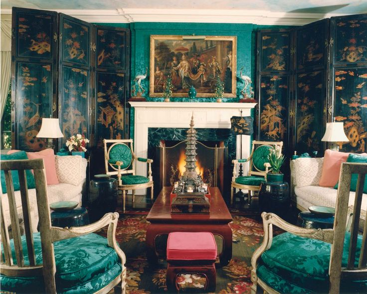 Stylish and dramatic emerald green living room by Tony Duquette & Hutton Wilkinson. dramatic emerald green room