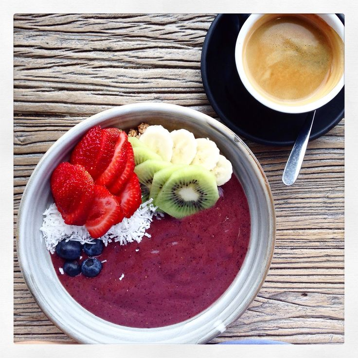Acai bowl, on thechelseahouseblog.com