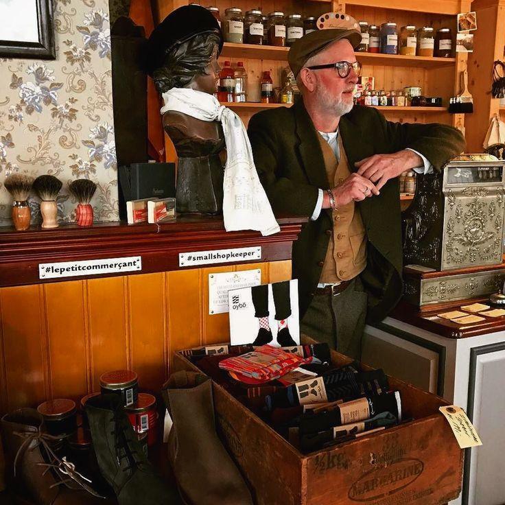 Høkeren i butikken før det store rykind før jul #tibberuphoekeren #smallshopkeeper #helsingor #visitnordsjaelland