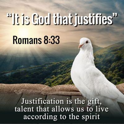 Kuka voi syyttää Jumalan valittuja? Jumala on se, joka vanhurskauttaa. Kuka voi tuomita kadotukseen? Kristus Jeesus on se, joka on kuollut, onpa vielä herätettykin, ja hän on Jumalan oikealla puolella, ja hän myös rukoilee meidän edestämme. Roomalaiskirje 8:33-34 FB38
