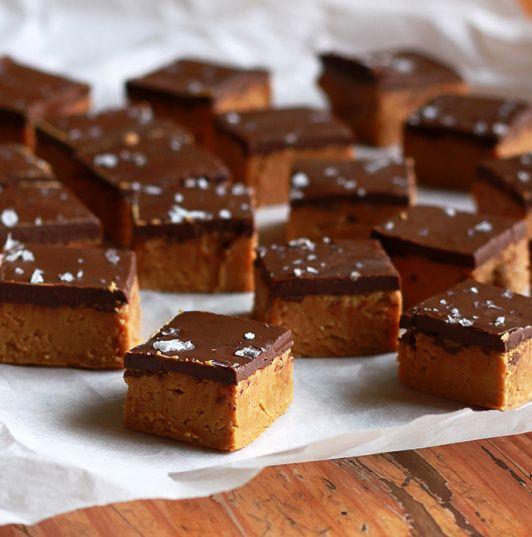 Presente da cozinha – fudge super fácil de caramelo, chocolate e flor de sal