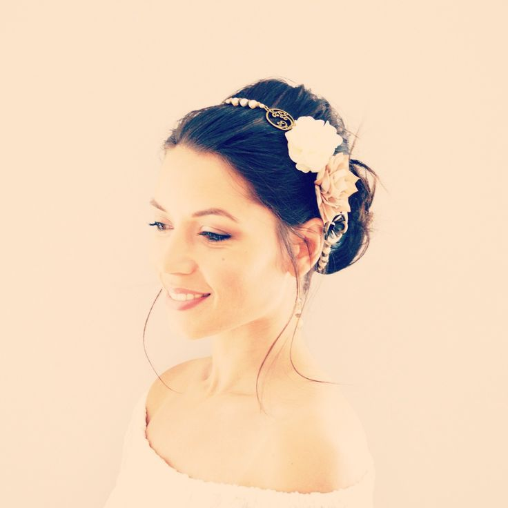 Les 25 meilleures id es de la cat gorie cheveux couleur champagne sur pinterest couleur des - Headband mariage boheme ...