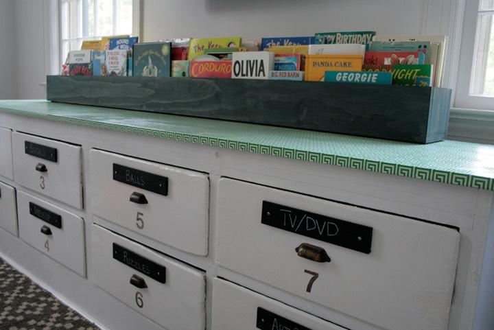 storage / book storage