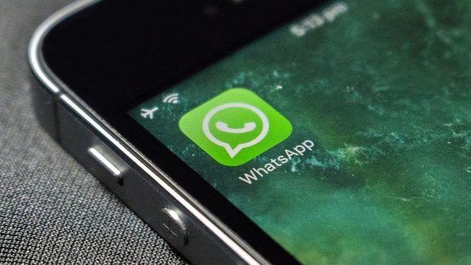 Las llamadas grupales son la próxima gran novedad de WhatsApp     WhatsApp es hoy la forma en que nos comunicamos. Por encima de todo. Desde lo práctico hasta los interminables audios contando historias. Y con las nuevas actualizacionespuede que empecemos a depender cada vez más de la aplicación que compró Facebook hace unos años.   La propia WhatsApp anunció en su blog oficial que mejorará la geolocalización; es decir que ahora se podrá ratrear a alguien en tiempo real. Y su siguiente…