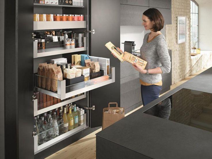 Blum voorraadkast keuken met extra brede lades en handige indeling Legrabox - moderne apothekerskast