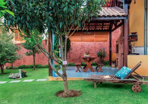 Quintal vira refúgio com árvores frutíferas, fonte e churrasqueira   Casa