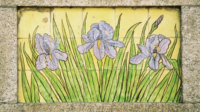 Fábrica da Fonte Nova. 1912. Waterlilies on the façade of Casa dos Lírios, Rua Antónia Rodrigues, 87, Vera Cruz, Aveiro, Portugal | Photo @ Art Nouveau European Route. http://www.artnouveau-net.eu/News/Events/Newsletter/NewsletterNo26/tabid/940/language/en-GB/Default.aspx