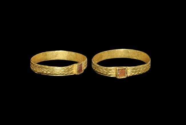 Merovingian Gold Ring with Garnet Cloison, 6th century A.D.