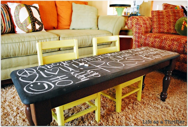spray paint an old bench or coffee table with chalkboard paint - PERFECT for kids to write, draw, play!Coffee Tables, Chalkboards Tables, Kids Chalkboards, For Kids, Chalkboards Painting, Cute Ideas, Kids Room, Chalk Boards, Blackboard Painting