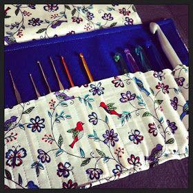 El taller de Naidú: Funda para guardar los ganchillos en fieltro y tela.