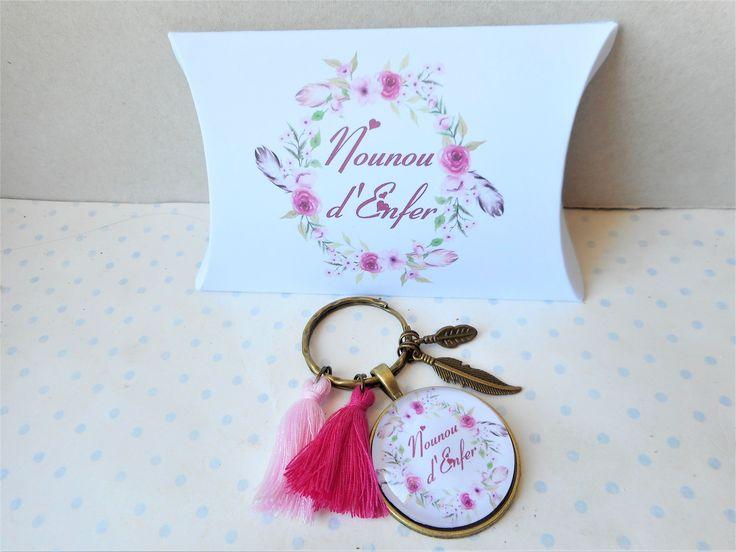 """Porte clés cabochon verre + boite cadeau """"nounou d'enfer"""" blanc, rose, boho, plumes : Autres bijoux par miss-coopecoll"""