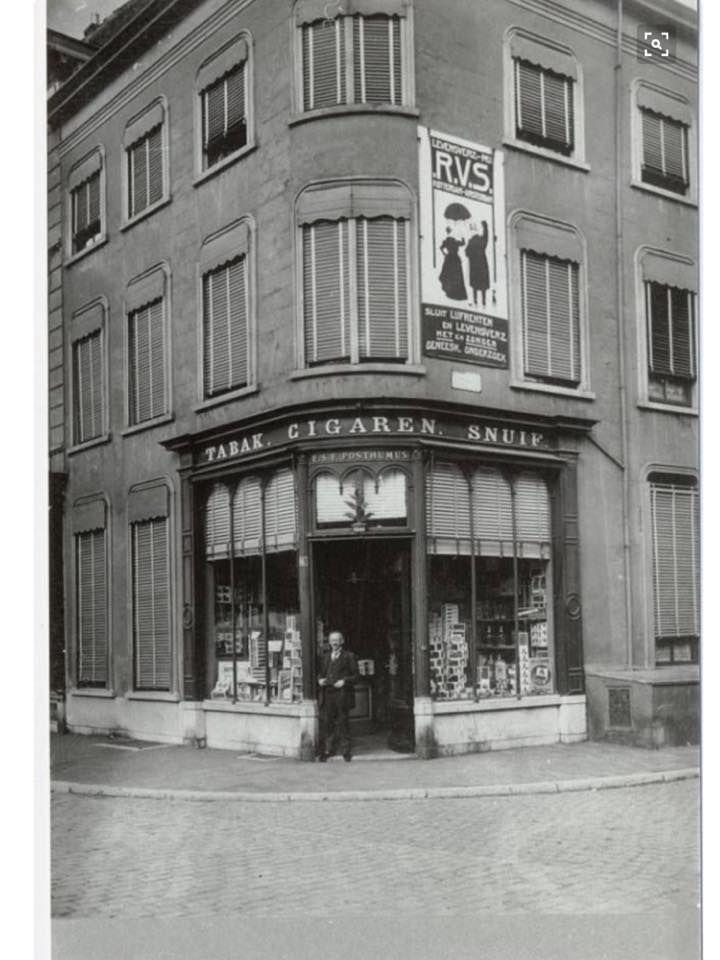 Tabakszaak van E.S.F. Posthumus Grote Markt 16 in 1910/1915