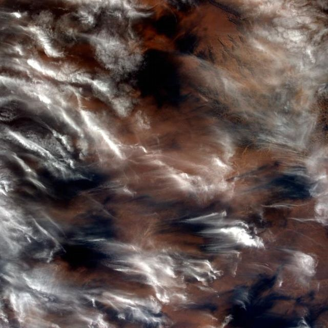 Le nuvole trasportate dal vento del deserto