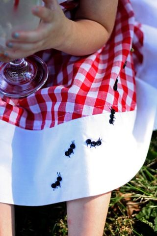How absolutely cute! 3 little black buttons and a few stitches with black embroidery thread and you've got an ant to dress up a summer dress. Make a line of ants!